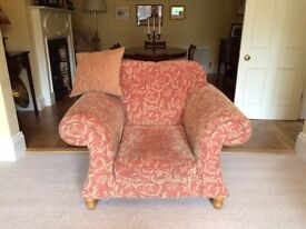 Beauiful three piece suite (sofa and two chairs)