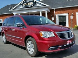 2016 Chrysler Town & Country Limited, Trailer Tow Pkg, NAV, Leat