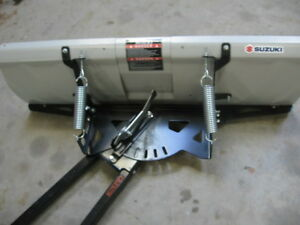 ADJUSTABLE WIDTH  ADJUSTABLE SNOW PLOW ONLY 6 MONTHS OLD