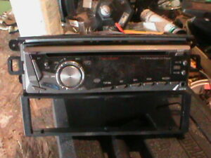 Automobile Stereo Deck with Removable Face Plate