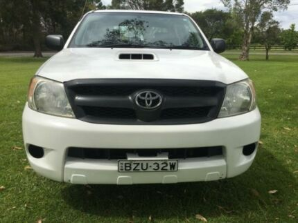 2007 Toyota Hilux KUN16R 07 Upgrade SR White 5 Speed Manual Tuggerah Wyong Area Preview