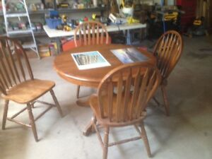 SOLID WOOD KITCHEN TABLE W LEAF AND CHAIRS