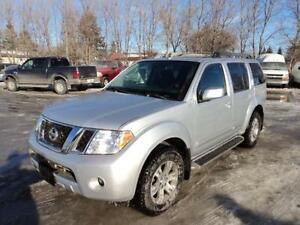 2011 Nissan Pathfinder SV with luxury package 7 passenger