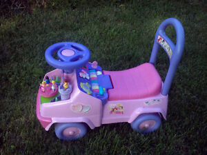 EXCELLENT BABY/TODDLER RIDE-ON, ROCKER, POPPER & PUSH TOYS Cambridge Kitchener Area image 6