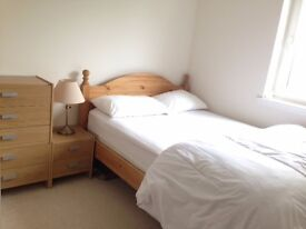 Clean and Quiet Double Bedroom Near Hospital for Femail