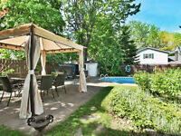 Maison Haute Gamme a Beaconsfield 4 CAC 2+1 SDB, piscine, foyer!