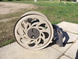 Suncast SideTracker Wall-Mount Hose Reel - 125' Capacity