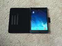 ipad mini 2 with 3G/4G Unlocked with smart case- $550 new!