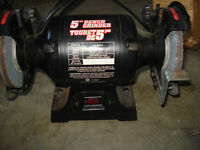 BENCH GRINDER LIKE NEW ASKING $40. CALL 519-673-9819