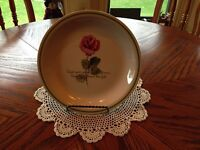 ROSE COLLECTIBLE PLATE W/STAND $6.00