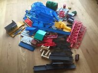 Tomy Master track and railroad includes 5 carriages