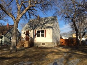 Well Maintained, 2 Bed, 2 Bath - 6248 sq ft Lot - Hot Tub