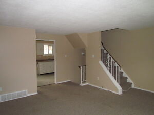WOW!AVAIL.DEC.1st!3 BED TOWNHOME, GREAT LOCATION,WATER INCLUDED! Kitchener / Waterloo Kitchener Area image 7