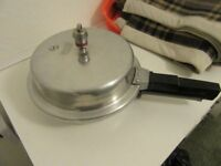 MAJESTIC DOMED PRESSURE COOKER COMPACT SIZE