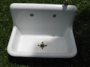 ANTIQUE PORECAIN SINK FARMERS SINK 30X17X6 HEAVY WITH BRACKET