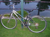 """Velo de route NORCO OLYMPIA, Canada made,27""""alu weels,style Hyb"""