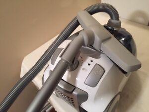 Electrolux - Maximus Vacuum Cleaner