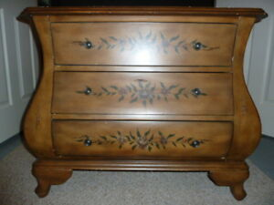 Hutch / Chest of Drawers