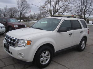IMMACULATE !!! 2012 FORD ESCAPE London Ontario image 2