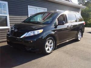 2012 Toyota Sienna LE, 8 PASS, CLEAN VAN PRICED TO MOVE!