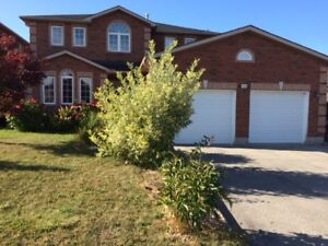 4+1 BRs Executive House North East Barrie