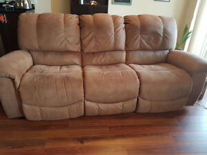 Lazy boy couch... Great for living rooms ... like new