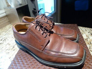 Men's Dockers Pro-style All Motion Comfort shoes (like new)