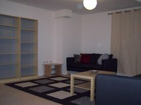 Central Epsom 2 double bedroom modern penthouse flat with parking - 2 minutes to station