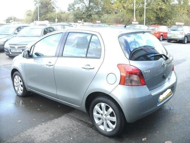 toyota yaris 2007 07 1 2 zinc 5 door hatchback manual 1 years mot 2495 in leyton london. Black Bedroom Furniture Sets. Home Design Ideas