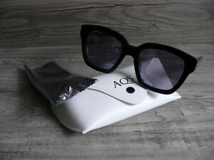 AQUASWISS AQS MADE IN ITALY NEW SUNGLASSES NEVER WORN WITH CASE