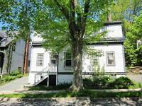 11-080 Charming upper flat in lovely older Dartmouth area.