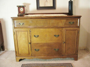 Beautiful Antique Buffet { DELIVERY Avail]