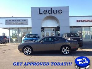 2010 Dodge Challenger R/T manual. LOW KM!!