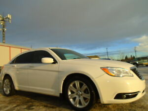 2013 Chrysler 200-Series TOURING-HEATED SEATS-DRIVES EXCELLENT