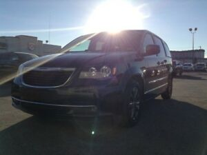 2015 Chrysler Town & Country S V6 with Backup Camera & Heated Se