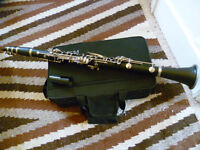Windsor clarinet outfit -with case, reeds, mouthpiece, etc -excellent condition