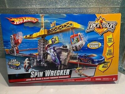 VINTAGE 2009 Hot Wheels Trick Tracks Spin Wrecker Stunt Set - 1 Car Included