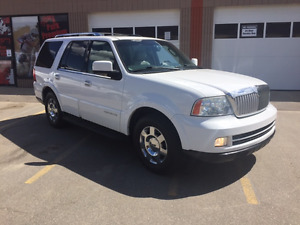 2006 Lincoln Navigator LOW KMS, great shape for $89 bi-weekly!!