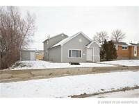 COMPLETELY RENOVATED 3 BED HOME IN REDCLIFF W/ SINGLE GARAGE
