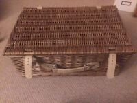UNUSED Picnic basket with plates and cutlery lovely for a spring/summer trip!
