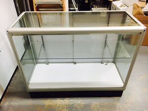 4 foot glass display case with one glass shelf