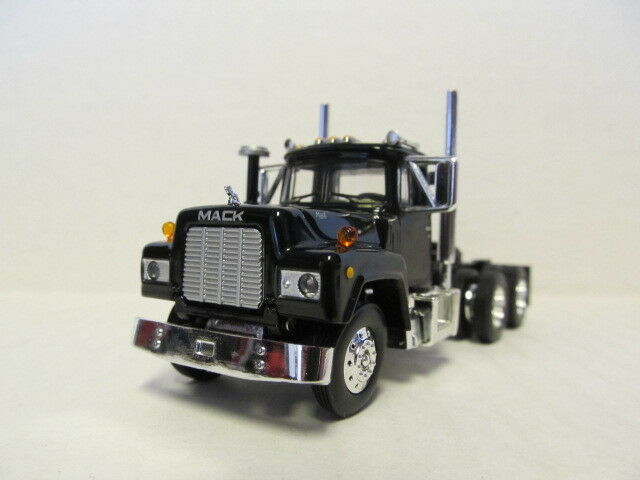 1ST GEAR 1/64 SCALE  R MODEL MACK DAY CAB, BLACK, BLACK FRAME  SAME SCALE AS DCP