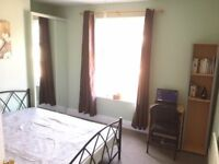 A SPACIOUS DOUBLE ROOM TO LET/RENT: CLOSE TO CITY CENTER & UNIVERSITY; BILLS, COUNCIL TAX INCLUDED
