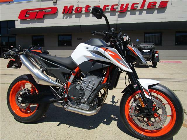 Picture of A 2020 KTM 890 Duke R
