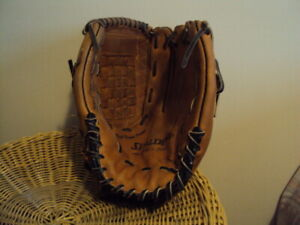 """Spalding 13"""" baseball glove in very good condition"""