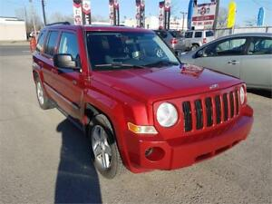 2010 Jeep Patriot Sport, NORTH EDIT. 4X4, 8 PNUE, MAGS, A/C,2.4L