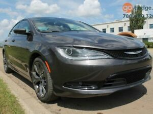 2016 Chrysler 200 S / Panoramic Sunroof / Rear Back Up Camera