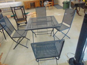 5 PIECE METAL PATIO SET WITH FOLDING CHAIRS