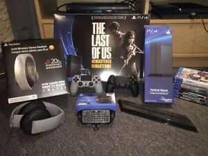 Playstation 4 kit (7 games , 2 controllers , 1 headset...)