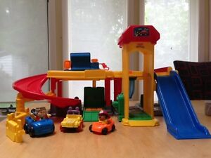 "Fisher Price ""Ramps Around Garage"" (Little People)"